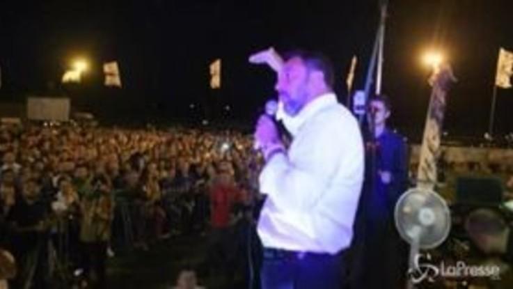 """Salvini: """"C'è emergenza rifiuti a Roma e Costa parla di mio figlio"""""""
