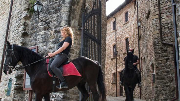 Umbria, il 14 agosto al castello di Petroia si torna nel Medio Evo