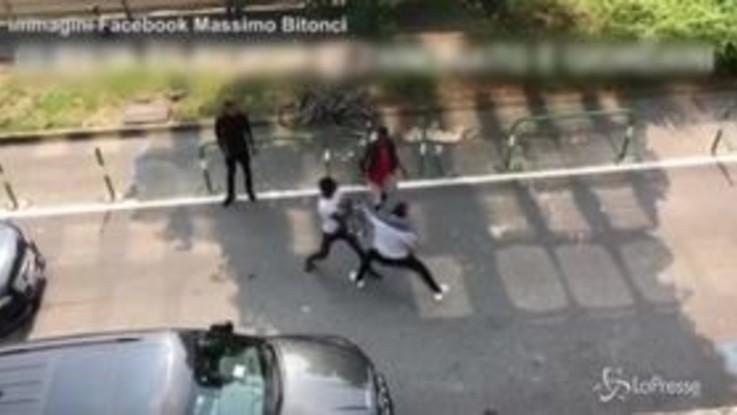 Rissa in strada a Padova: il video scatena la polemica politica