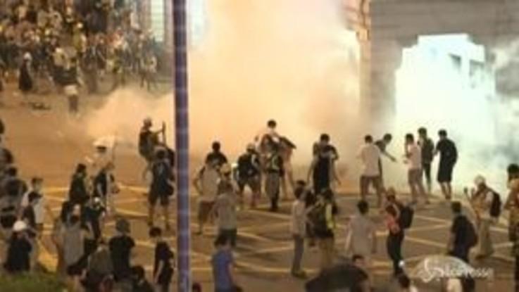 """Proteste a Hong Kong: """"Peggiore crisi dal 1997"""""""