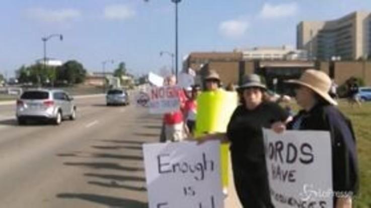 Sparatoria Dayton: l'arrivo di Trump tra le proteste