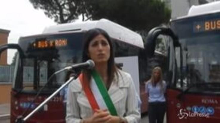 """""""Più bus per Roma"""", Raggi presenta 10 nuovi mezzi Atac a Casal Bruciato"""