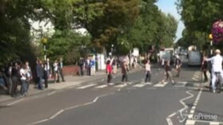50 anni dallo scatto di Abbey Road, i fan celebrano i Beatles