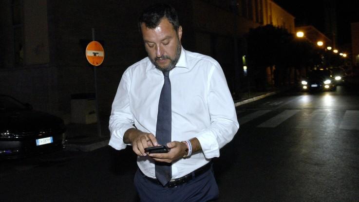 """Salvini a Pescara: """"Mettiamo in gioco le nostre poltrone, basta no"""""""