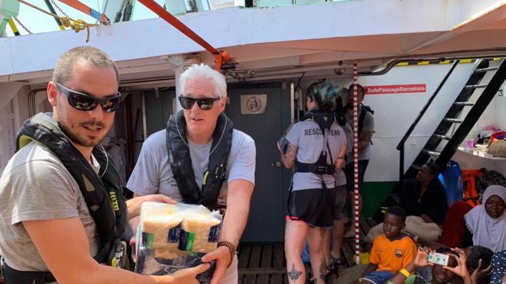 Sulla Open Arms bloccata davanti a Lampedusa arriva Richard Gere