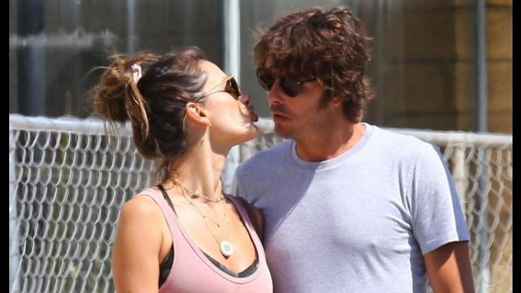 Alessandra Ambrosio con il suo fidanzato Nicolo Oddi a Santa Monica