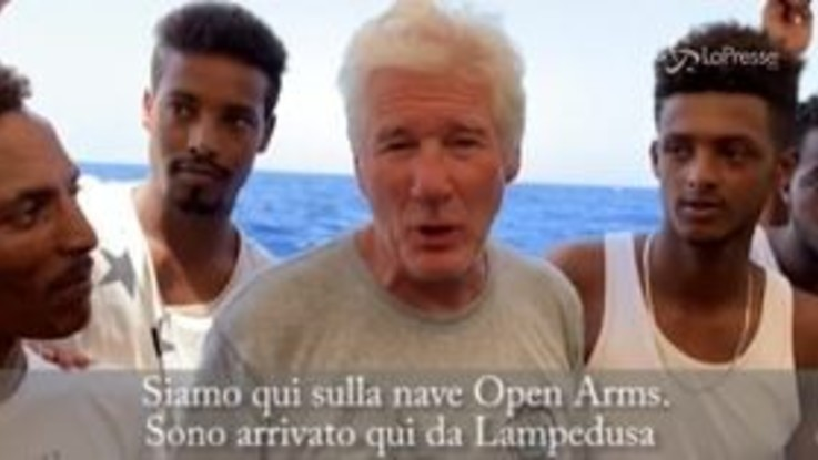 """Open Arms, il video-appello di Richard Gere: """"Abbiamo il dovere di aiutarli"""""""