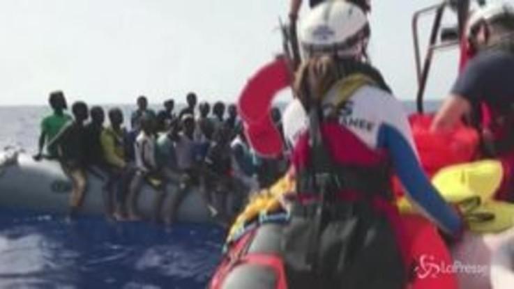Ocean Viking, la nave della ong salva 85 migranti in mare