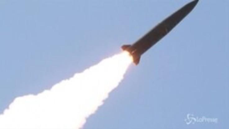 """Nord Corea lancia altri due missili. Trump: """"Monitoriamo situazione"""""""