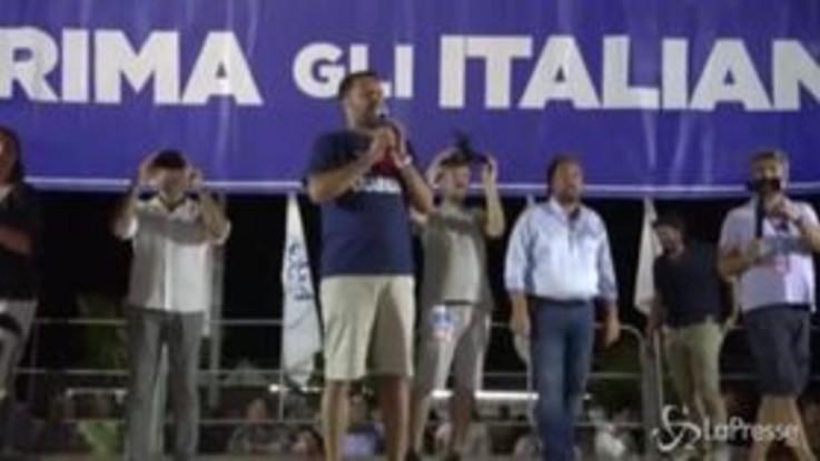"""Salvini contestato a Soverato: """"A queste persone servirebbe il servizio militare o il volontariato"""""""