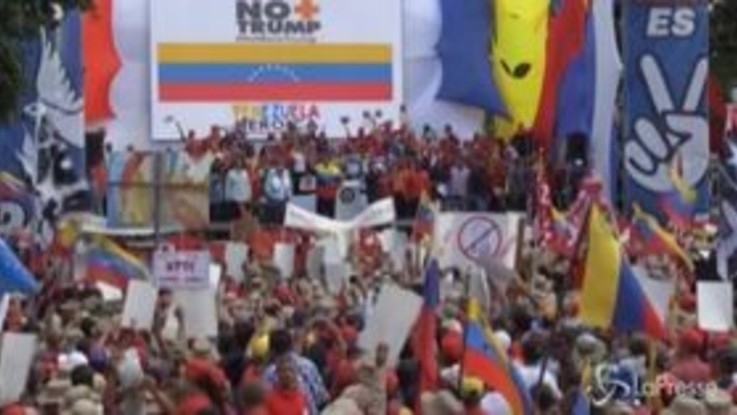 Venezuela, migliaia in piazza contro le sanzioni commerciali di Trump