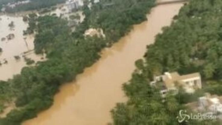 Alluvioni in India, cento morti e migliaia di sfollati