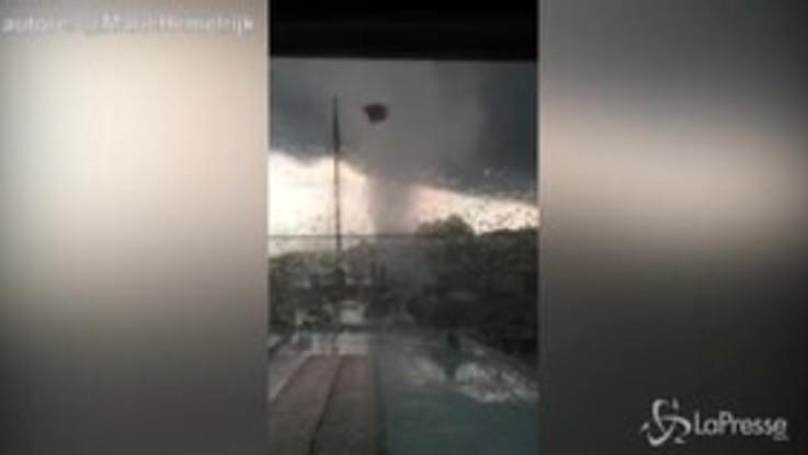 Amsterdam, le impressionanti immagini del tornado