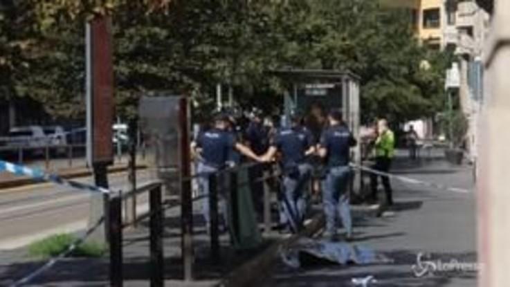Donna cade da una finestra e muore davanti al tribunale di Milano