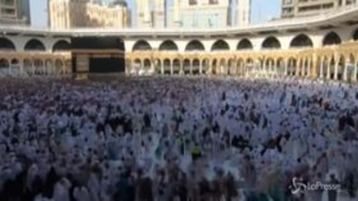 La Mecca, il time-lapse dei fedeli in pellegrinaggio per l'hajj