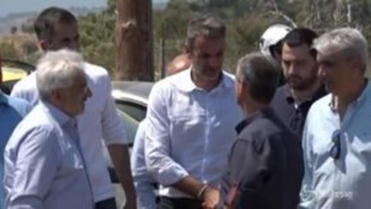 Incendio sull'isola di Evia, la visita del premier greco Mitsotakis