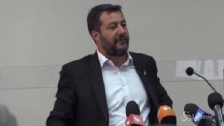 """Crisi governo, Salvini ai 5 Stelle: """"Il mio telefono è sempre acceso"""""""