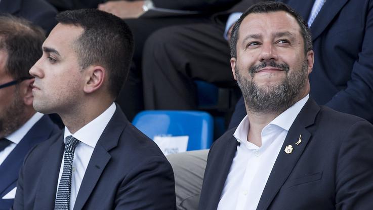 Crisi, M5S attacca ma Salvini torna 'zen': Mio telefono acceso. Di Maio: Frittata è fatta