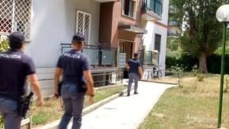 Trovati due cadaveri in un appartamento nel quartiere Baggio a Milano