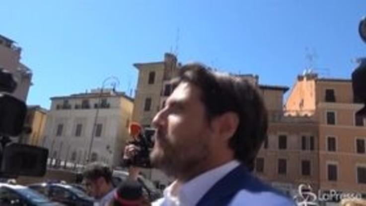 """Governo, Buffagni: """"Salvini al posto di dire che ha il telefono acceso, lo usasse"""""""