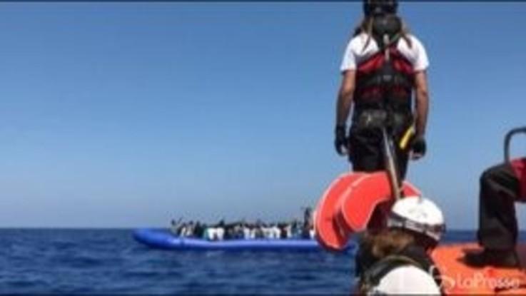 Migranti, Alarm Phone: barcone ribaltato in Libia