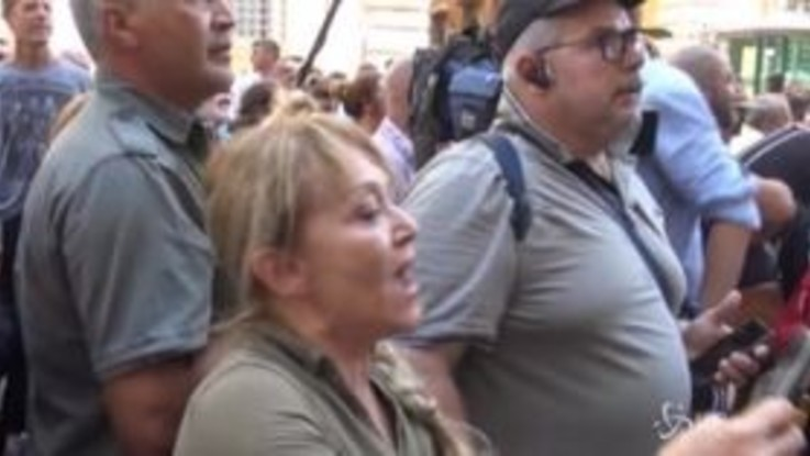"""Senatori della Lega contestati fuori da Palazzo Madama: """"Mafiosi"""""""