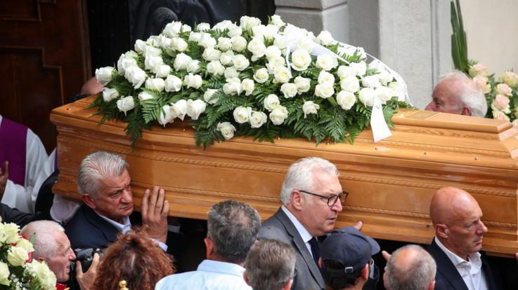 Gimondi, da Moser a Cassani: folla commossa ai funerali dell'ex campione