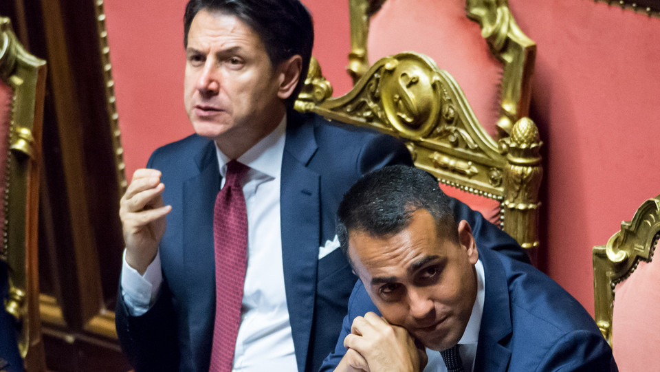 Giuseppe Conte e Luigi Di Maio durante l'intervento di Matteo Salvini ©