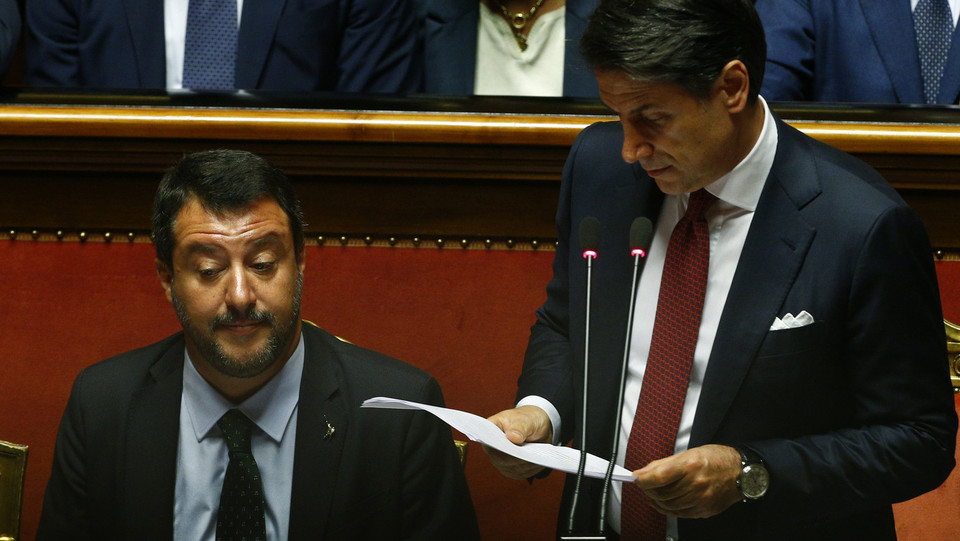 Le facce di Matteo Salvini durante l'intervento di Giuseppe Conte ©