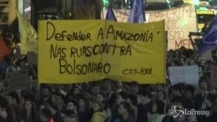 Brasile, i cittadini in piazza per difendere l'Amazzonia