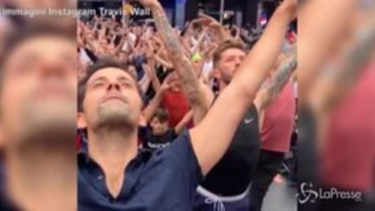 Trecento ballerini in difesa del principe George: il ballo a Times Square è virale
