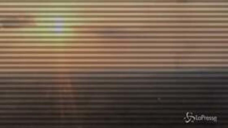Incendi in Amazzonia, al tramonto una colonna di fumo si staglia all'orizzonte