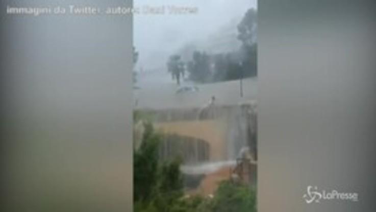 Maltempo a Maiorca, donna resta intrappolata in auto e scappa a nuoto
