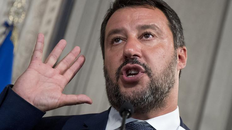"""Salvini chiama la piazza, Renzi gli risponde: """"Sei politicamente finito"""""""