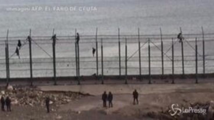 Gruppo di migranti scavalca barriera ed entra a Ceuta dal Marocco