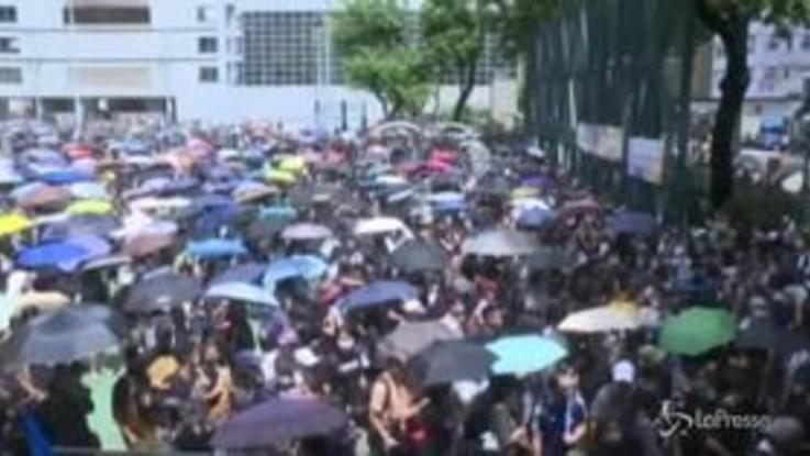 Hong Kong, manifestanti in piazza nonostante il divieto