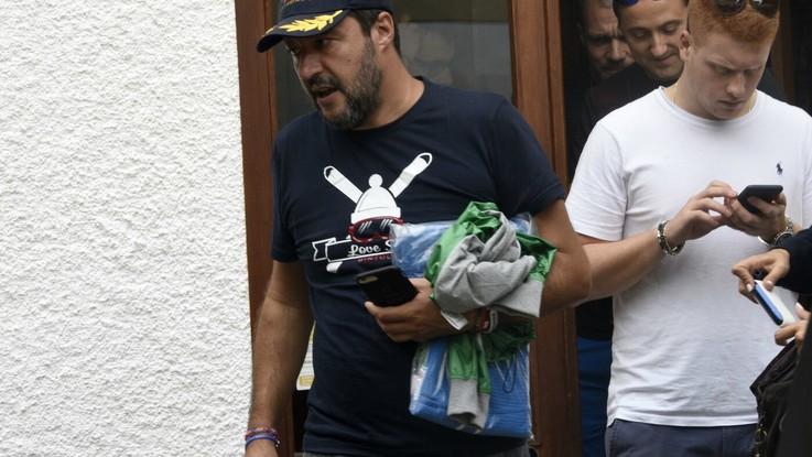 """Salvini: """"Se qualcuno vuole riaprire i porti lo dica chiaramente"""". E firma divieto per Alan Kurdi"""