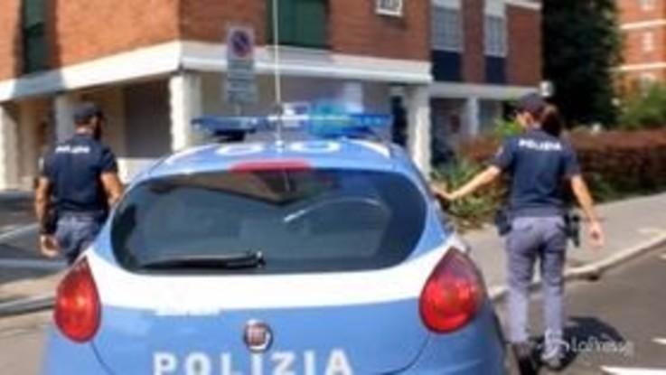 Uccide la moglie a coltellate poi tenta di investire la polizia