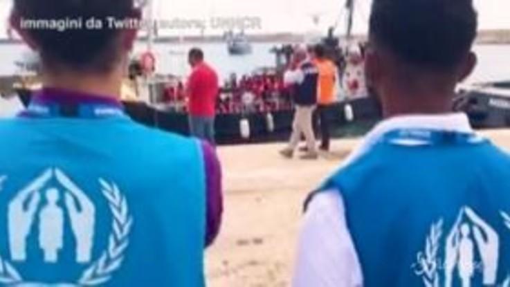 Sbarcano i migranti della Mare Jonio e della Eleonore