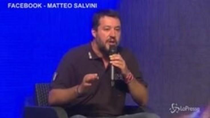 """Salvini contro Conte: """"Va a braccetto con la Merkel"""""""