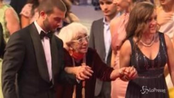Venezia celebra Lina Wertmüller, applausi sul red carpet