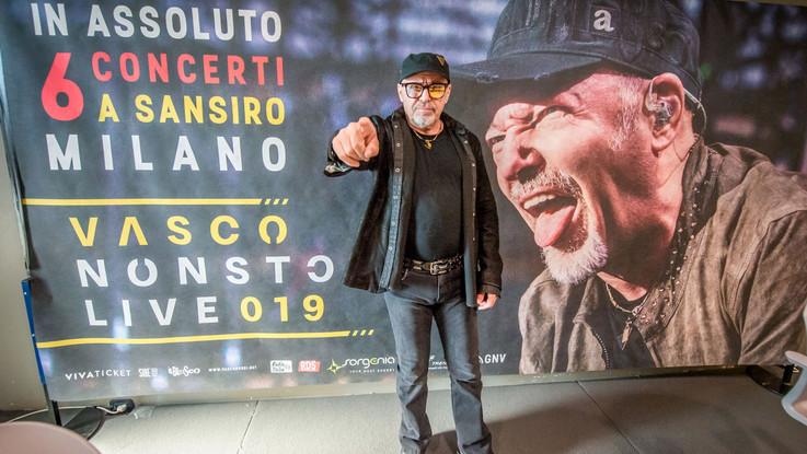 """E Vasco si infuria: """"Giù le mani dalle mie canzoni"""""""