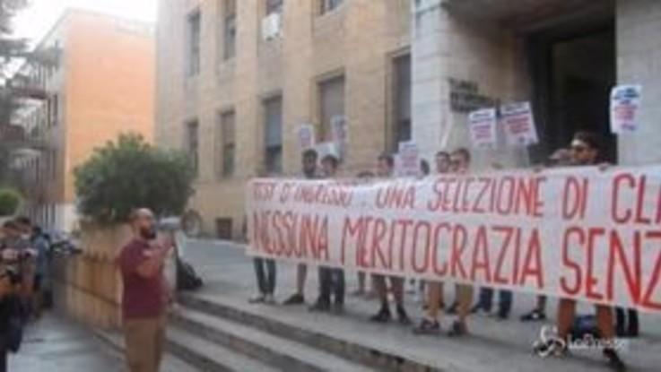 Università La Sapienza, il giorno dei test a Medicina tra contestazioni e speranze