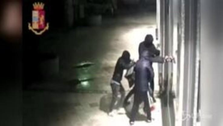 Palermo, sgominata banda dedita a furti: fermati anche dei minorenni