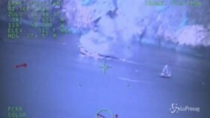 California, a fuoco barca per immersioni: una colonna di fumo nelle spaventose immagini aeree