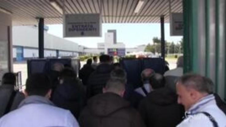 """Nuovi investimenti FCA a Pomigliano, i sindacati: """"Dopo 10 anni di lotte tutti i lavoratori reintegrati"""""""