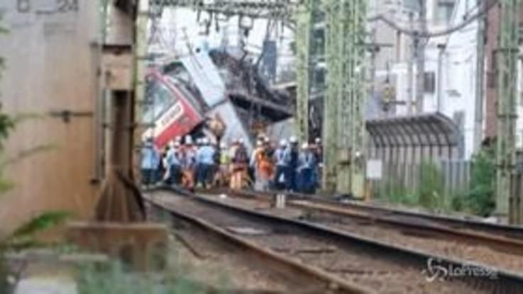 Tokyo, scontro tra un treno e un camion: almeno un morto e trenta feriti
