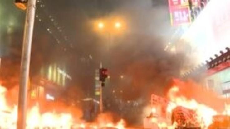 Hong Kong: nuovi scontri, polizia usa lacrimogeni
