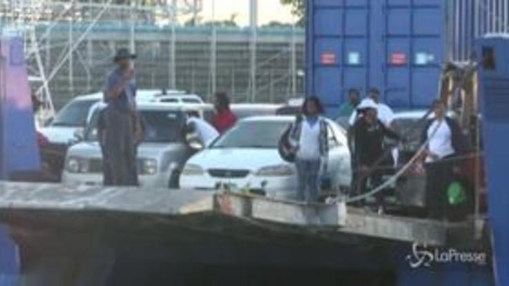 Bahamas, centinaia di sfollati arrivano a Nassau