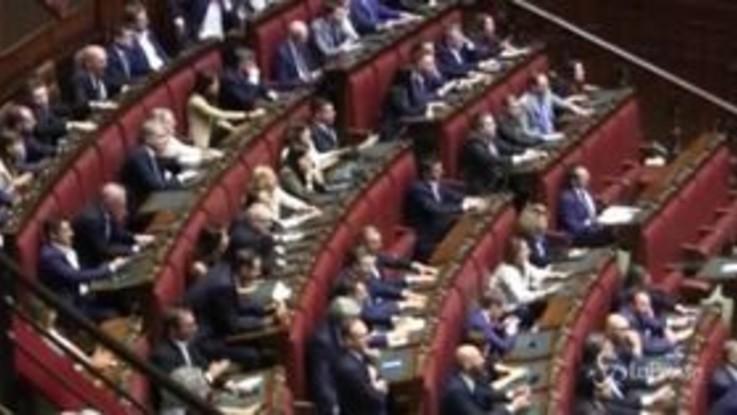 Governo, le proteste e i cori dei deputati di Lega e Fratelli d'Italia